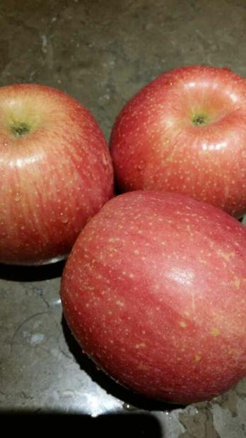卖苹果的女孩