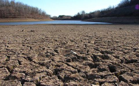 美国:加州连年大旱 恐需调水工程