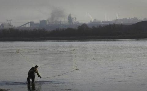 """""""水十条"""":中国强力治理水污染"""