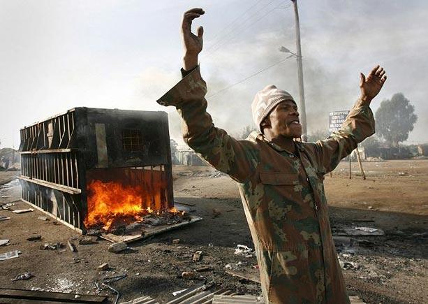 """南非的眼泪:被驱逐的""""替罪羊"""""""