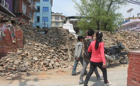 印中两国领衔尼泊尔震后捐赠