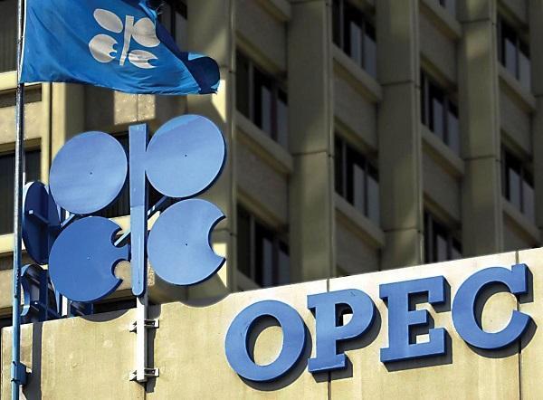 原油自7月以来首次飙至每桶50美元上方