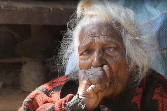 1天30根烟活到112岁,抽烟立大功了?