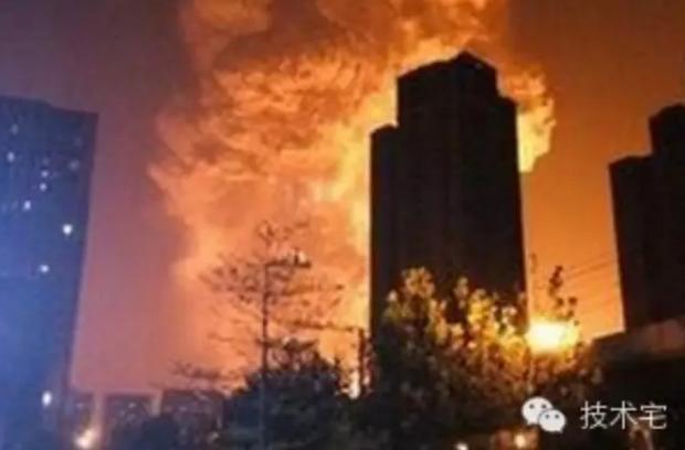 天津港爆炸过程还原:硝化棉自燃引发连环爆炸