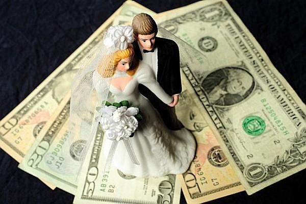 情爱纯如玉,婚姻贵似金