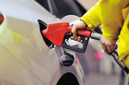 美国库存料增  油价较两个月高点回落
