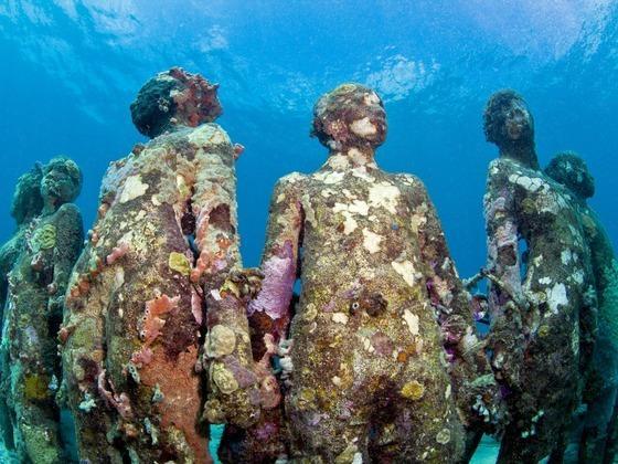 聚焦海洋生态:欧洲首座海底雕塑博物馆开放