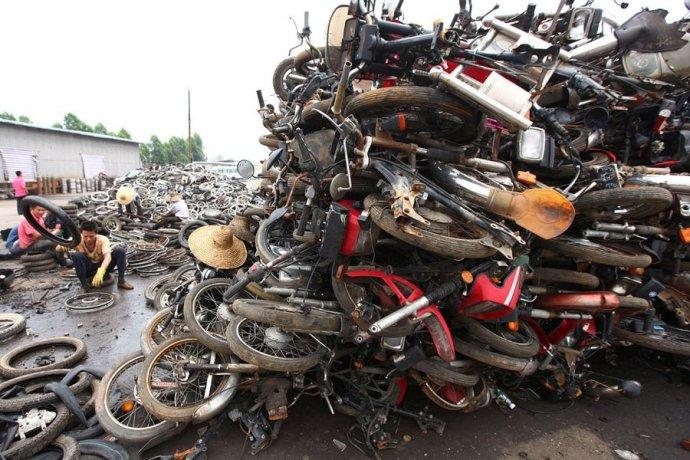 骑摩托和电动自行车的都不是人民?