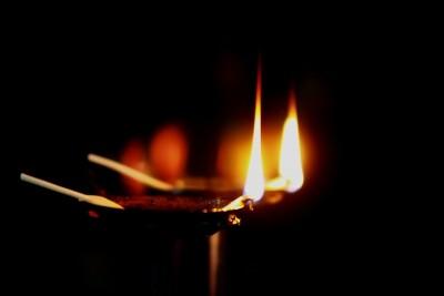 与阅读有关的凄美故事:母亲与油灯