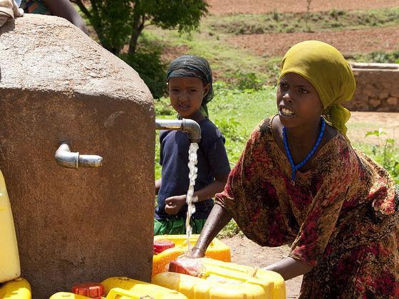 如何确保人人享有水资源和环境卫生