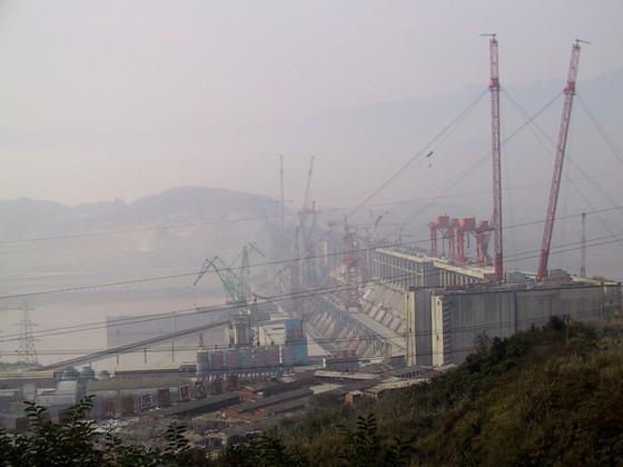 中国水电站工地山体滑坡预示风险浮现