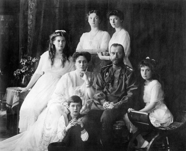 沙皇阶下的列宁与列宁阶下的沙皇