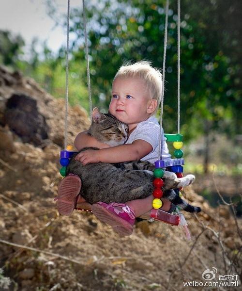 婴儿最需要的是亲密,而亲密来自于丰富互动