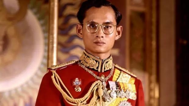 神一般的泰国国王,真值得万众爱戴吗?
