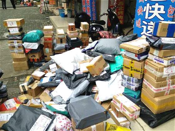 中国快递业身后的垃圾巨兽