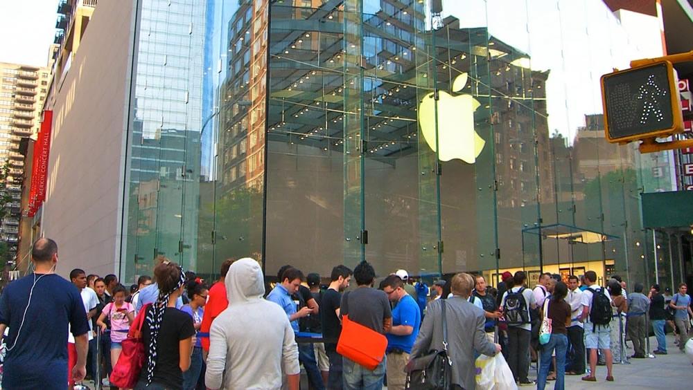 苹果两年来首创纪录高位  三大股指连续第三日创新高