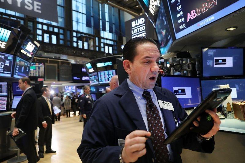 美三大股指再创新高   道指大涨逾300点