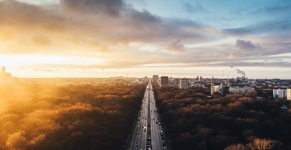 为什么很多城市经济很发达,房价却比不上北上广?