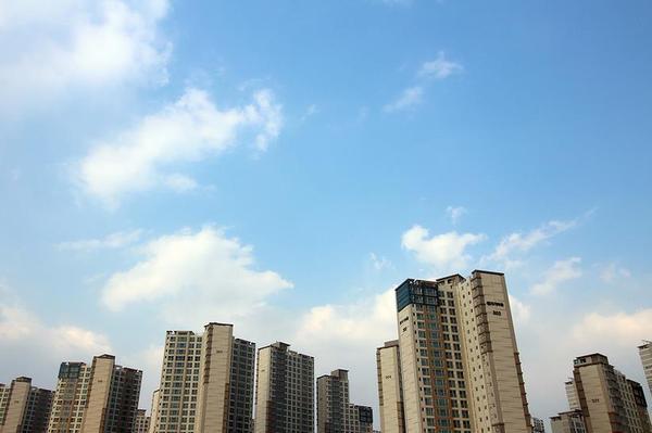 房地产新政频出,我们怎么判断该不该买房?