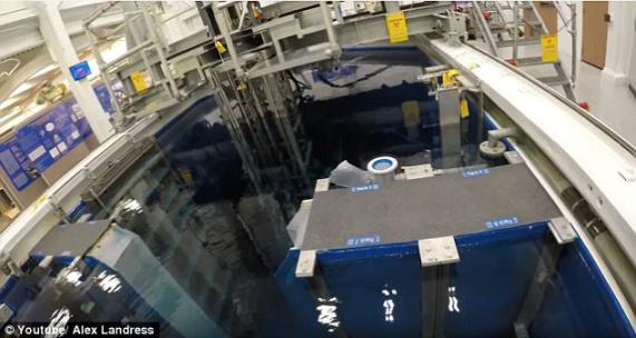 探秘核反应堆内部,为何有令人毛骨悚然蓝色光芒
