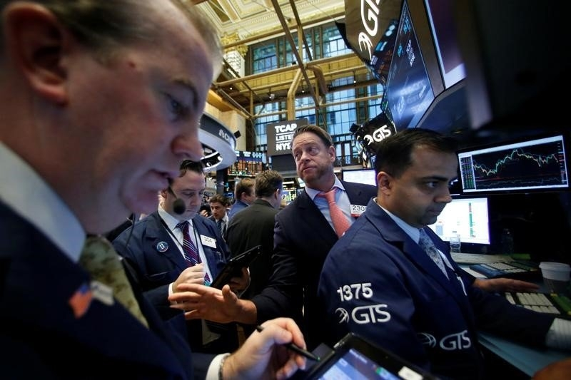 特朗普丑闻令恐慌指数飙升  美股一泻千里