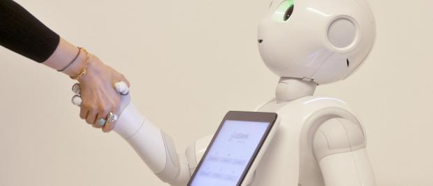 """身陷""""恐怖谷"""":为什么机器人会令人恐惧"""