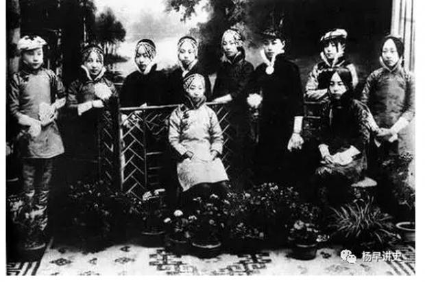 一百年前就有大头照,徐卓呆一口气拍了二十四种表情