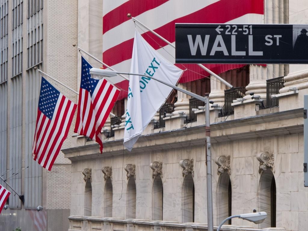 银行股重挫  美三大股指微跌