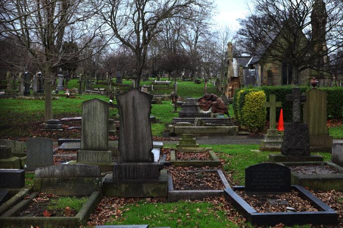 为何棺材要特别指定埋在六英尺深?