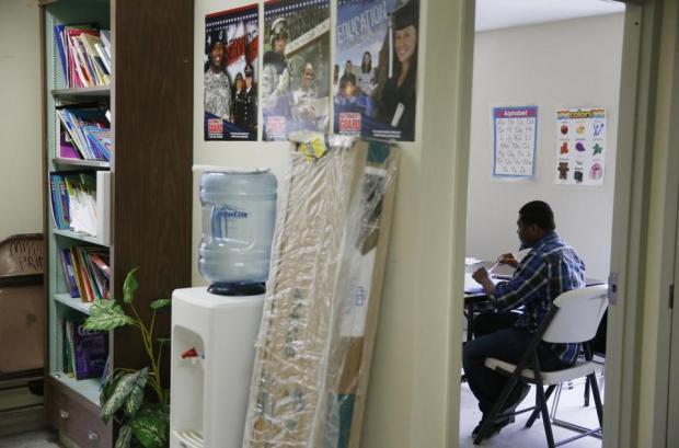 美国的年轻人怎么也越来越穷了?