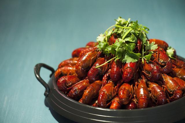 超级网红小龙虾,如何占领餐桌,成为千亿赚钱风口?