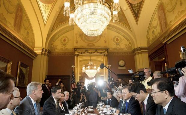 美国、韩国总统会晤探讨促进贸易的前景