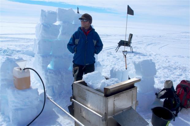 南极冰架崩解:不只是气候变化那么简单