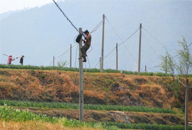"""中国的电力""""村村通""""对世界有哪些启示?"""
