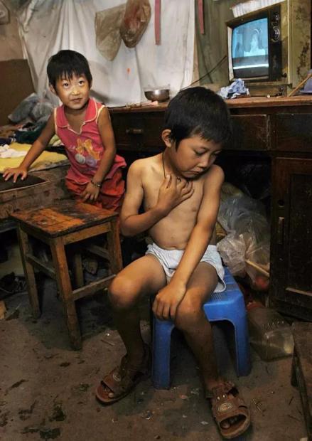 留守儿童和流动儿童:被社会洪流裹挟的1亿个孩子