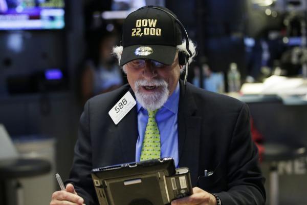苹果股价创新高   道指涨破22000点大关
