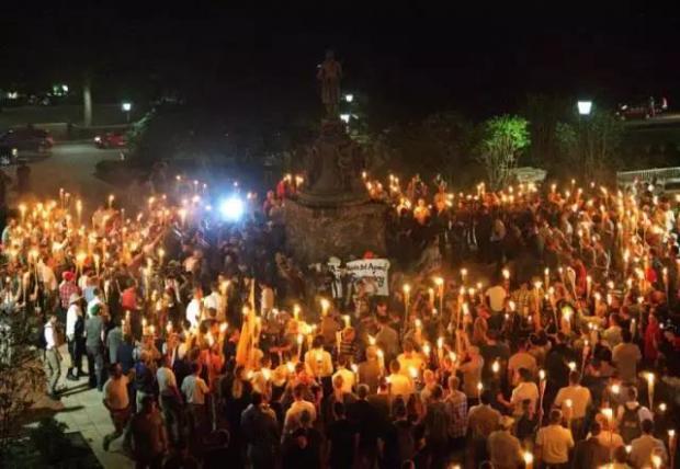 新纳粹、白人至上、种族主义,美国小镇里刚刚爆发的大型暴乱,为什么与你有关?