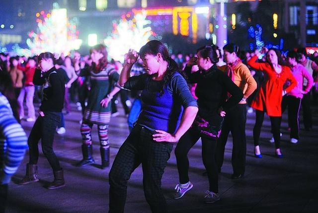 广场舞APP接连关闭背后打开中老年人线上生活本就是个伪概念!