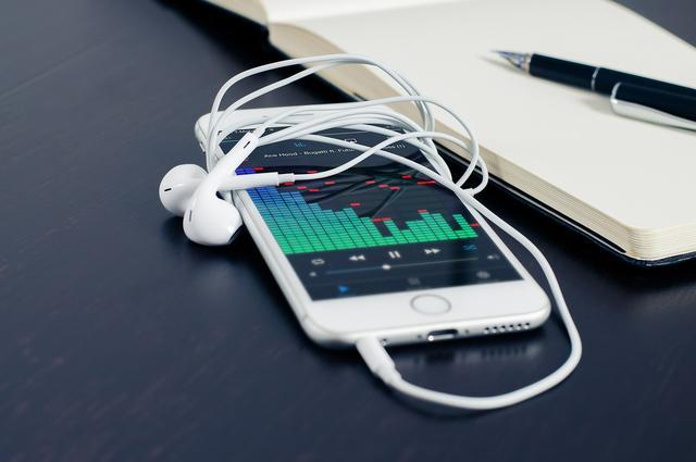 iPhone8万元一部,凭什么一台手机这么贵?