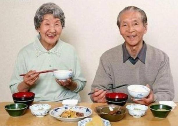 """这颠覆了我的认知!吃""""肥肉""""活得更久?"""