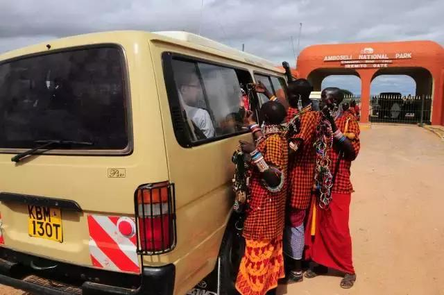 """这里被戏称为东非的""""第五大道"""",其实是肯尼亚穷人的超级市场"""
