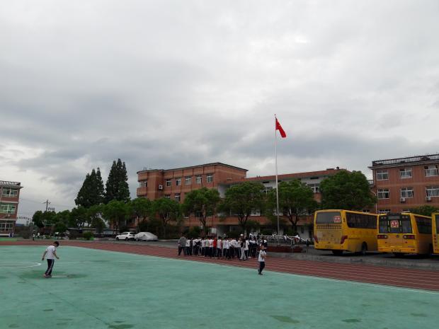 中国流动儿童最多的城市,离免费义务教育还差多少政府购买学位?