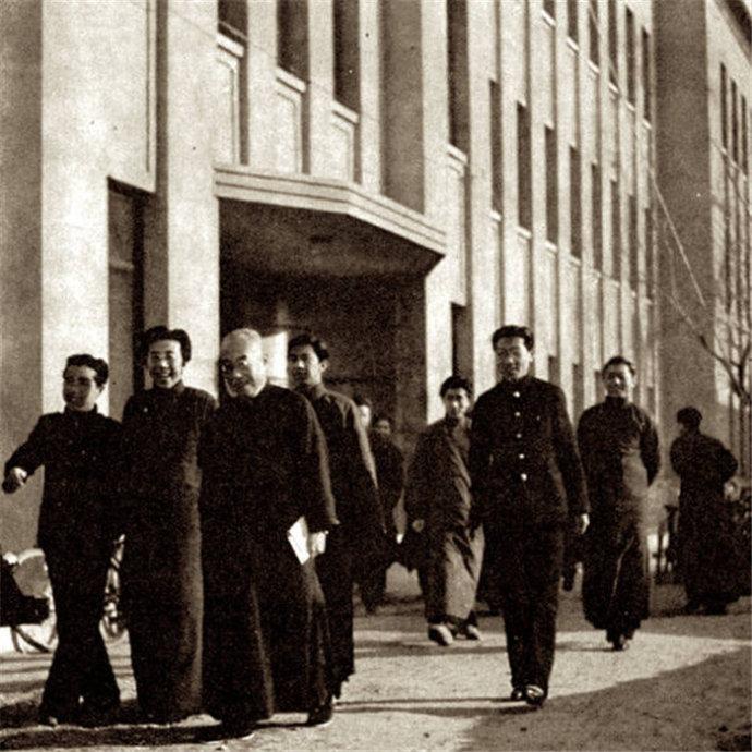 [转载]建国前,北平的胡同与四合院生活