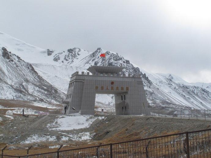 有幸看到祖国最西的边防哨所和最高的边防哨所
