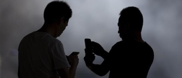 盯紧社交媒体?你可能越看越孤独