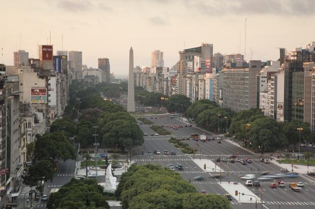 在变动的贸易政治和政策中,部长们到达布宜诺斯艾利斯参加WTO高级别会议