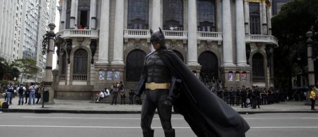 想让孩子集中注意力?打扮成蝙蝠侠吧!