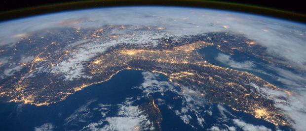 惊艳!NASA发布史上最美地球照片