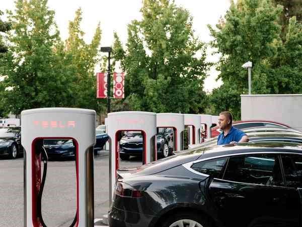 距离满大街的电动汽车时代,我们还差什么?