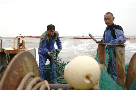 """浙江渔民上岸:从""""靠海吃饭""""到""""朝九晚五"""""""